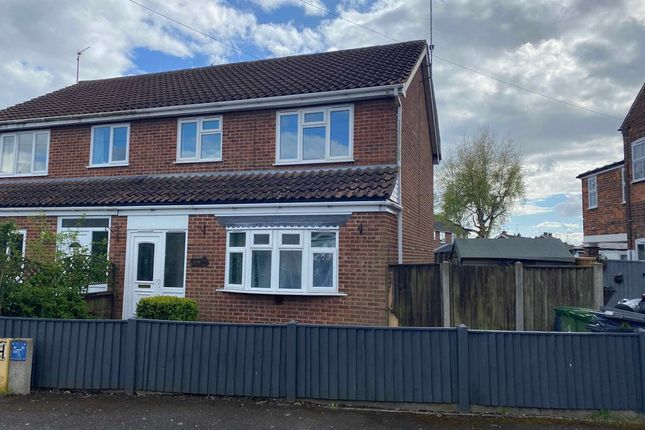 3 bed semi-detached house to rent in Queens Avenue, King's Lynn PE30
