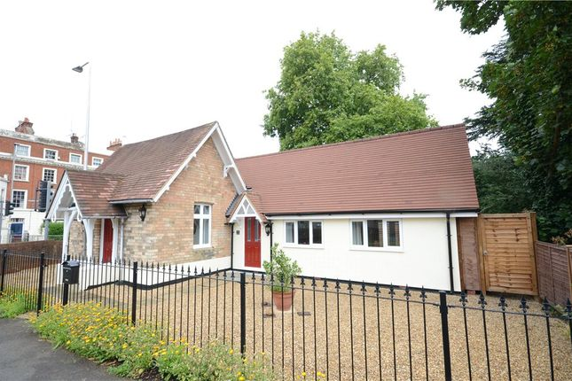 Thumbnail Bungalow to rent in Castle Hill, Reading