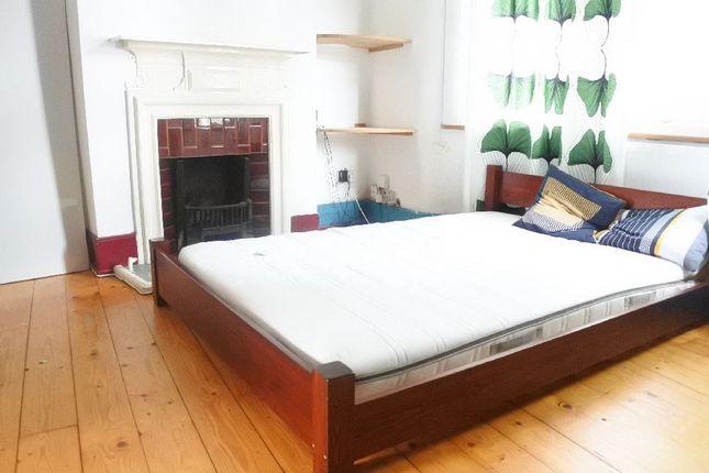 Thumbnail Maisonette to rent in Carlingford Road, London