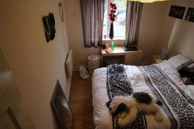 Thumbnail Flat to rent in Cardigan Road, Leeds