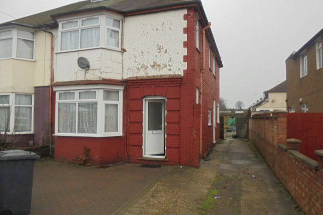 Thumbnail Semi-detached bungalow to rent in Leagrave Road, Luton