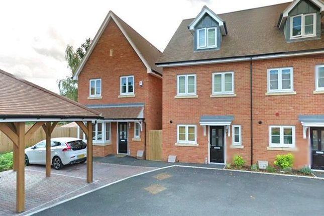 Thumbnail Detached house to rent in Langley, Berkshire
