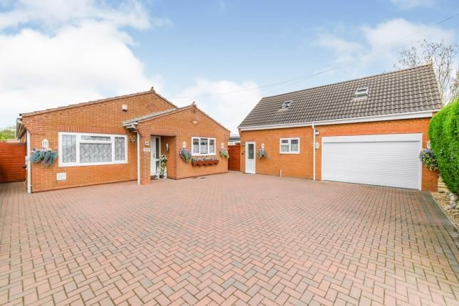 Thumbnail Bungalow for sale in Irthlingborough Road, Finedon, Wellingborough, .