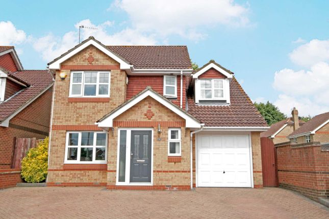 Thumbnail Detached house for sale in Knights Orchard, Hemel Hempstead