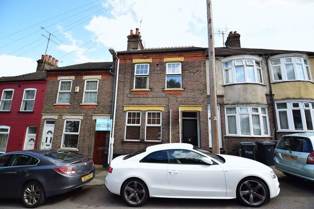 Thumbnail Flat for sale in Strathmore Avenue, Luton