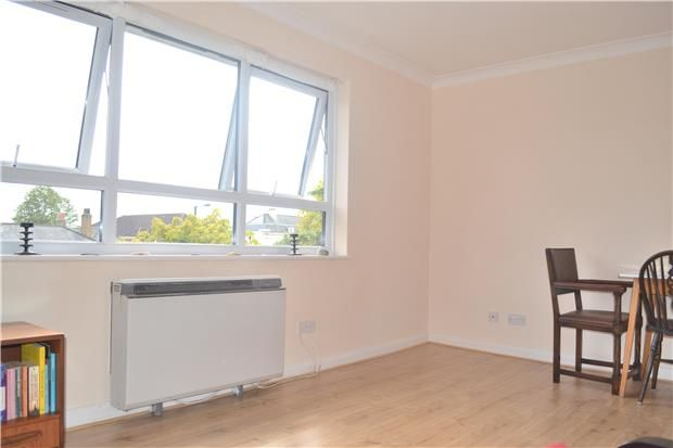 Thumbnail Flat to rent in Wood Street, Barnet, Hertfordshire