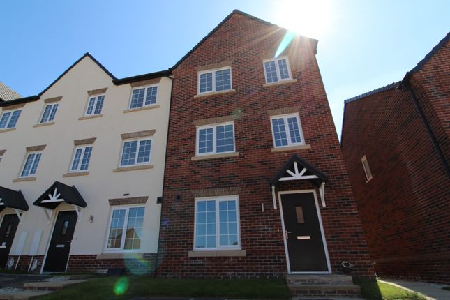 3 bedroom town house for sale in Denby Close, Wingerworth