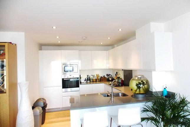 3 bed flat to rent in Minton Court, 105 Fairfield Road, London