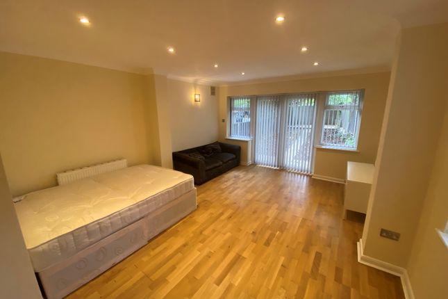 Studio to rent in Furness Road, Harlesden/ Willesden Junction NW10