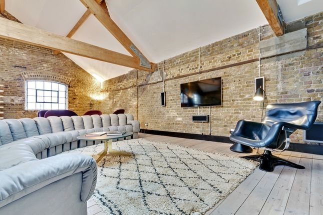 Thumbnail Flat to rent in Metropolitan Wharf, Wapping Wall, London