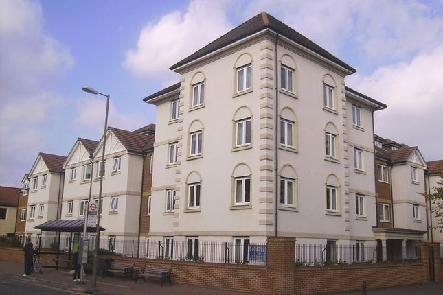 Thumbnail Flat for sale in Perrin Court, Ashford