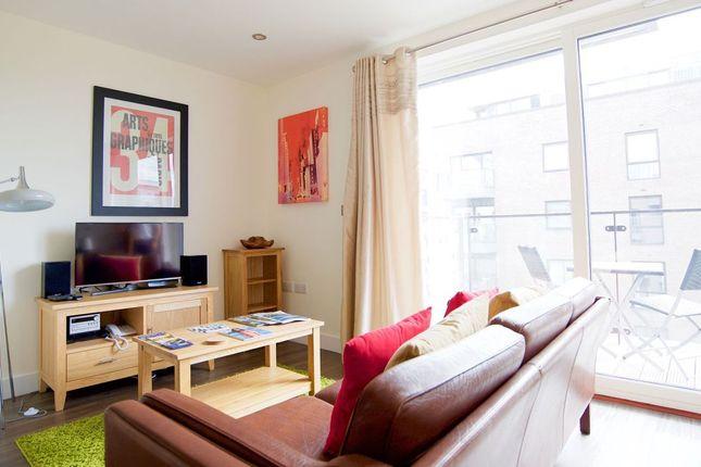 Thumbnail Studio to rent in Warren Cl, Cambridge