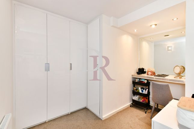 Dressing Room of Westbourne Road, Islington N7