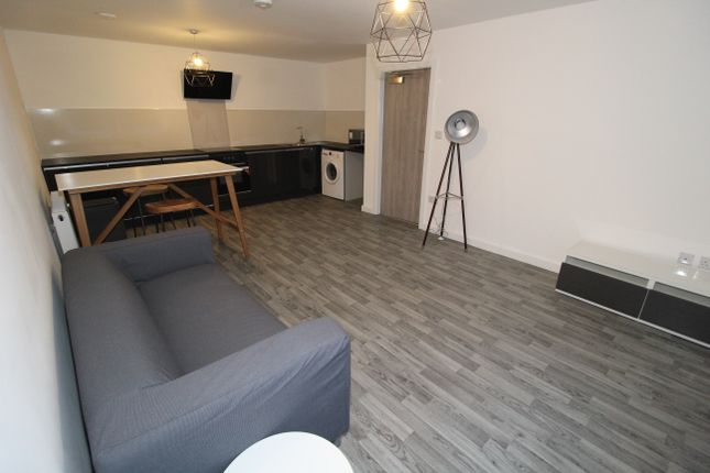 Thumbnail Flat to rent in Gordon Street, Preston