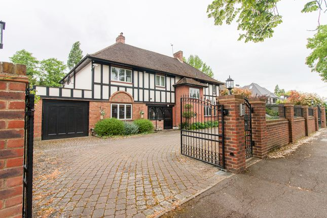 Thumbnail Detached house to rent in The Avenue, Pinner