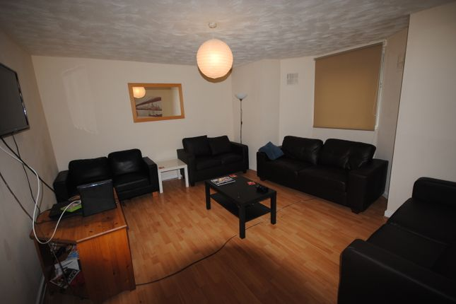 Terraced house to rent in 1A Cumberland Road, Hyde Park