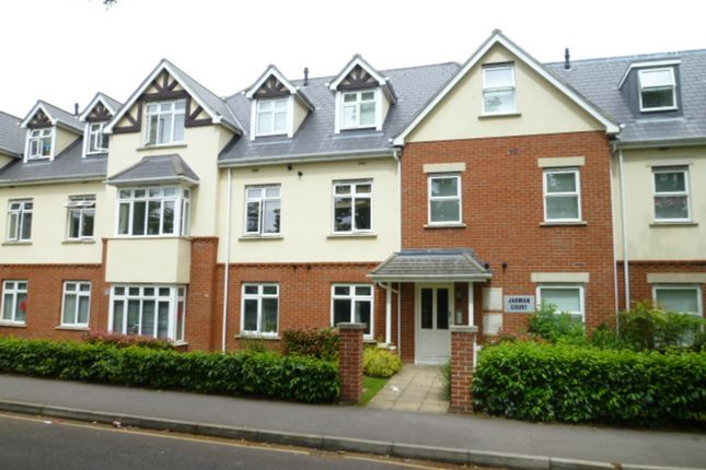 1 bed flat to rent in The Limes, Maybury Road, Woking