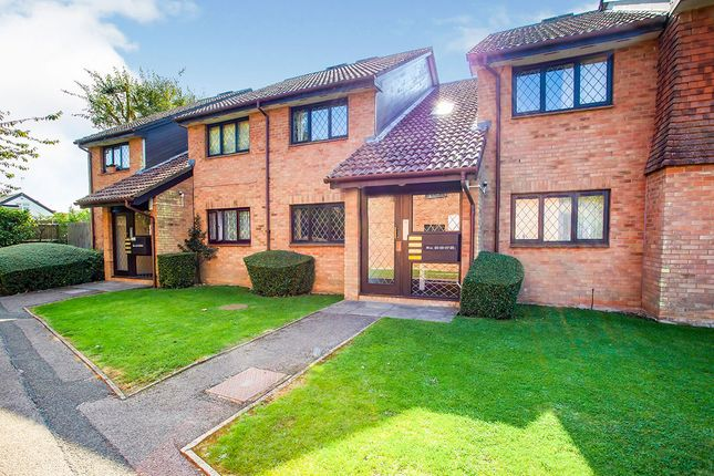 Thumbnail Flat for sale in Grasmere Close, Watford, Hertfordshire