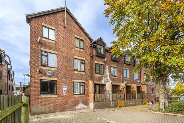 1 bed flat for sale in Ashleigh House, Rushden, Northamptonshire NN10