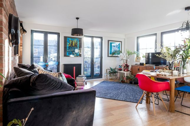 Thumbnail Flat to rent in Carysfort Road, London