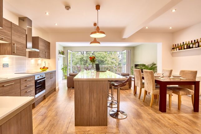 4 bed link-detached house for sale in The Ridgeway, London NW7