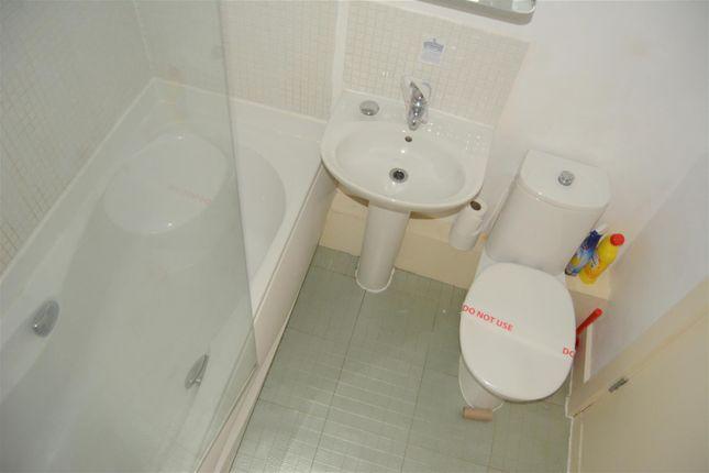 House Bathroom of Thorncliffe Street, Lindley, Huddersfield HD3