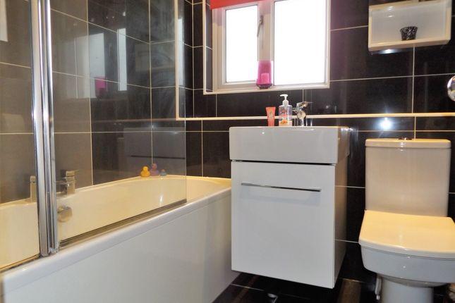 Bathroom of Kirkwall Place, Kilmarnock KA3