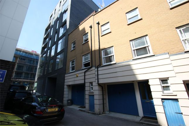 Thumbnail Town house to rent in Fredericks Row, London
