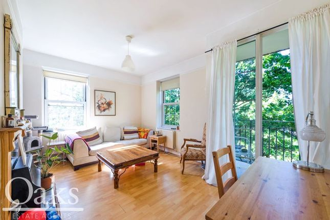 Flat for sale in Leigham Avenue, London