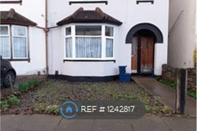 1 bed flat to rent in Wakering Avenue, Southend On Sea SS3
