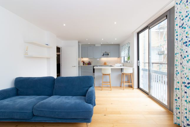 2 bed flat to rent in Gifford Street, London N1