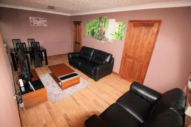 2 bed flat to rent in Cairncry Road, Aberdeen