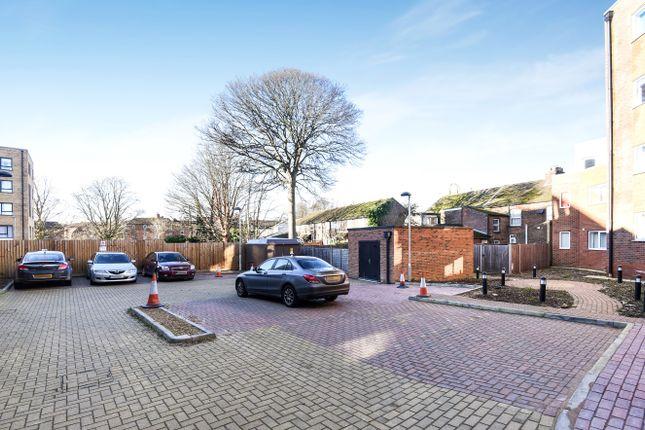 Parking/garage for sale in Dudley Street, Luton