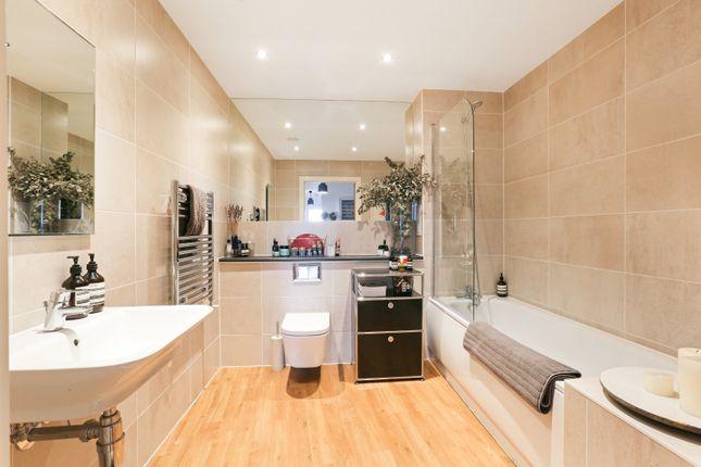 Bathroom of Boleyn Road, London N16