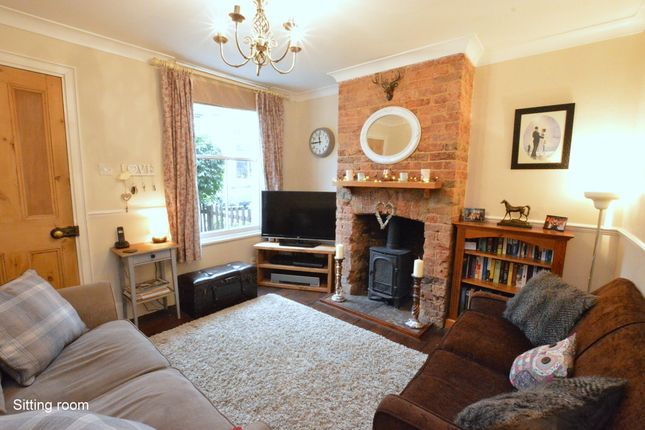 Thumbnail Cottage for sale in Lesbourne Road, Reigate