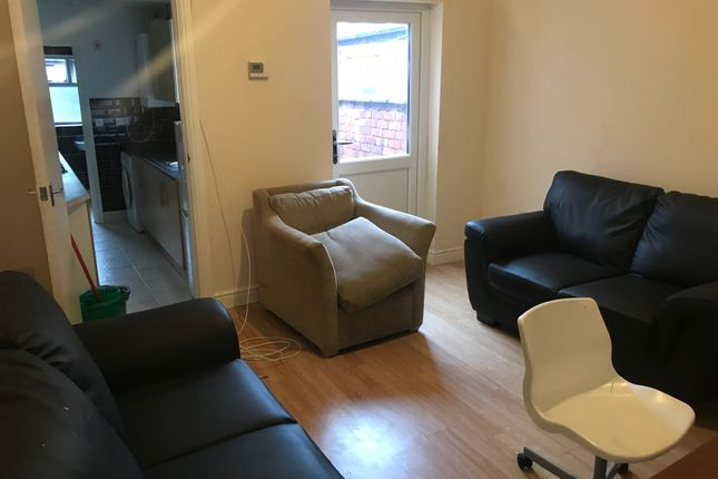 Thumbnail Room to rent in Carmelite Road, Stoke