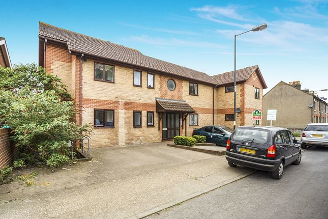 Thumbnail Flat for sale in Beacon Road, Chatham