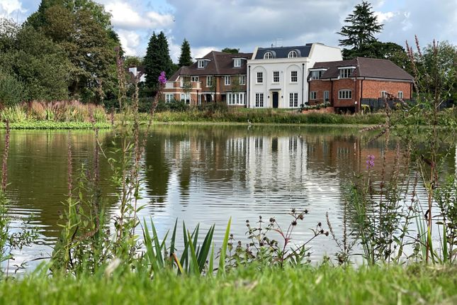 Thumbnail Town house for sale in West Common, Gerrards Cross, Buckinghamshire