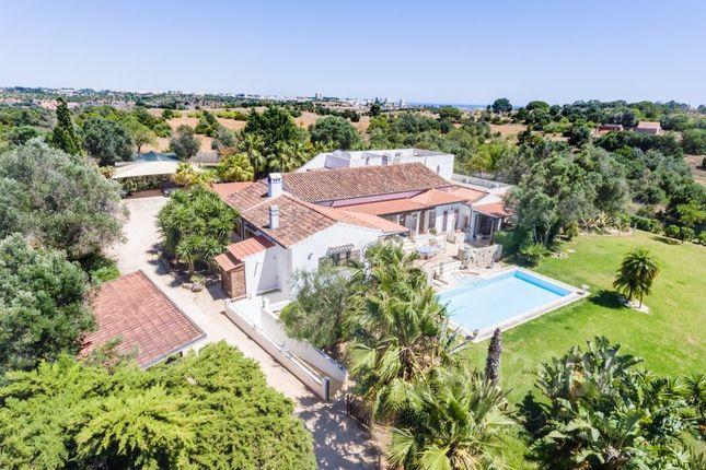 Thumbnail Villa for sale in Alvor, Portimao, Algarve, Portugal