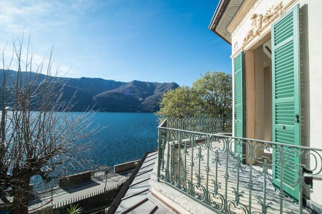 8 bed town house for sale in Via Regina, Carate Urio Co, Italy