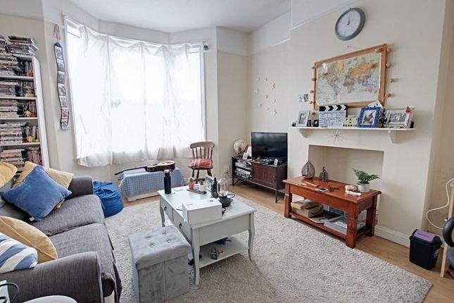 Thumbnail Flat to rent in Lower Bristol Road, Bath