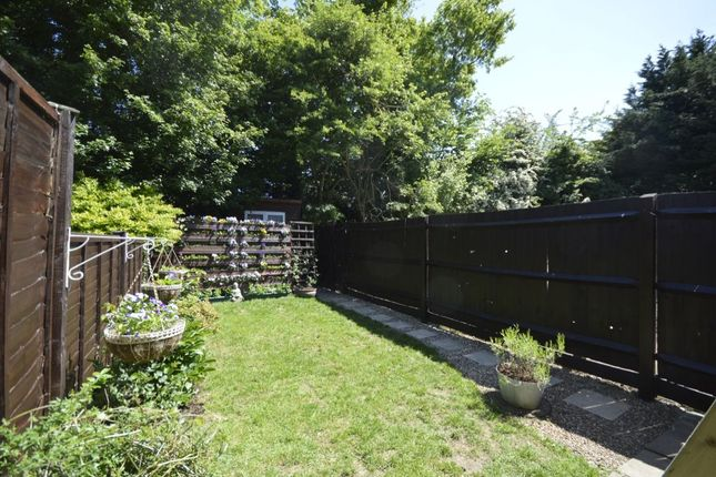 Thumbnail Terraced house for sale in Berkeley Close, Abbots Langley