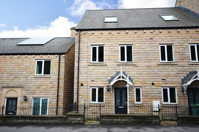 3 bed town house for sale in Huddersfield Road, Thongsbridge, Holmfirth