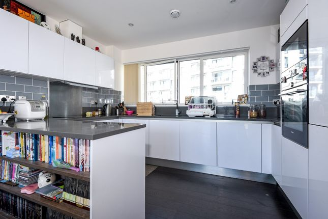 Thumbnail Flat to rent in Reminder Lane, London