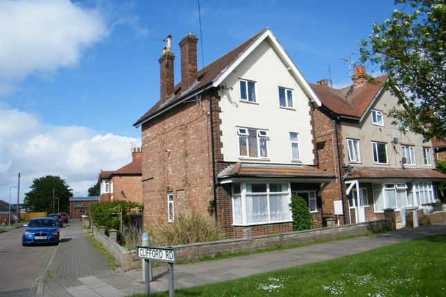 Thumbnail Flat for sale in Lincoln Road, Skegness, Lincs
