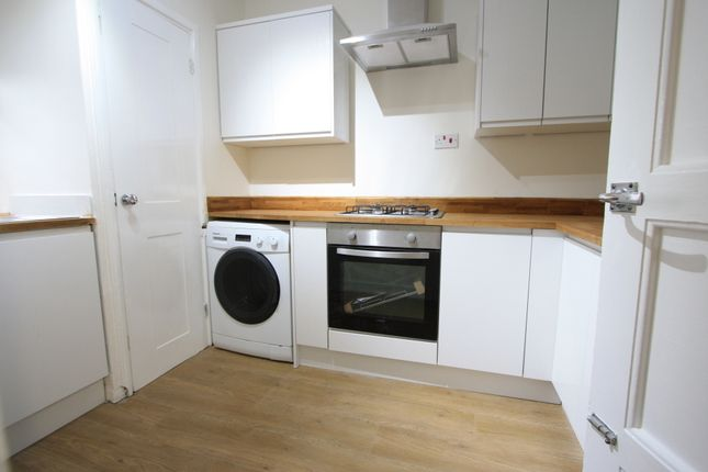 2 bed flat to rent in Brockwell Court, Effra Road, Brixton SW2
