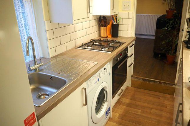Kitchen 2 of Oxford Street, Rugby CV21