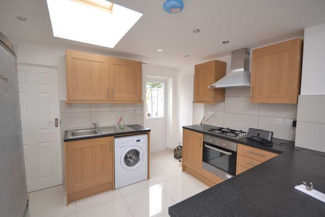 Thumbnail Terraced house to rent in Foxhill Road, Reading