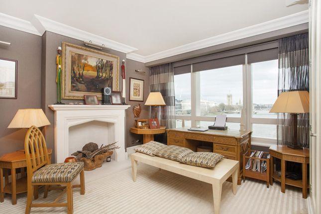 Thumbnail Flat for sale in Peninsula Heights, 93 Albert Embankment, London