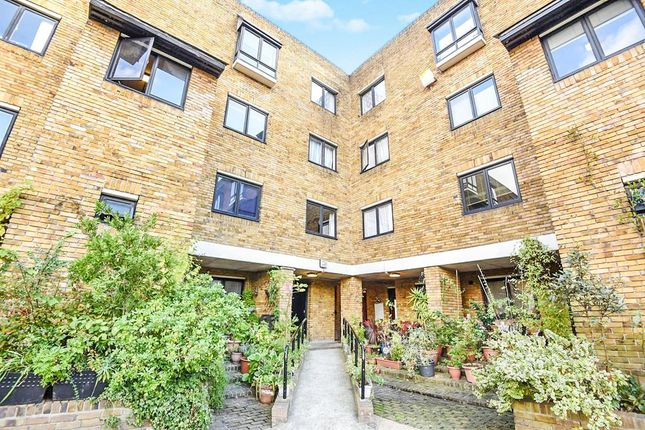 Thumbnail Flat for sale in Chesterton Square, London
